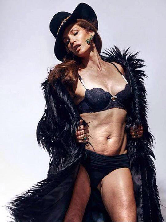 Lingerie-clad, Unretouched Honest Image of Cindy Crawford, Age 48, Goes Viral!